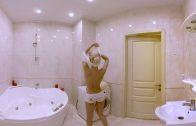 360 video VR Girl – Natasha In The Bathroom (video girl for oculus rift)